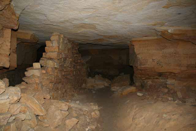 Под Одессой пять человек заблудились в катакомбах