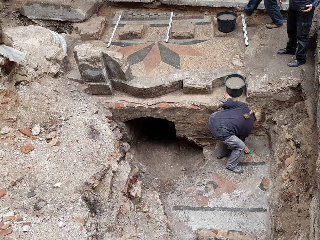 В руинах Большой синагоги Вильнюса археологи обнаружили сокровища 18 века