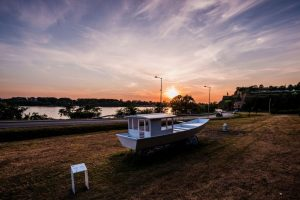 Йоко Оно создала инсталляцию с лодкой украинских казаков