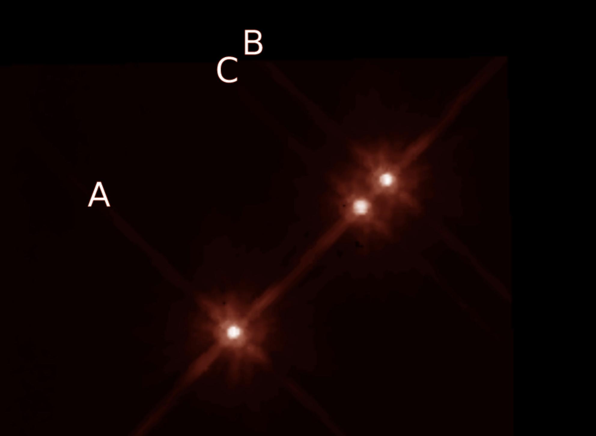 Ученые обнаружили экзопланету с тремя звездами всего в 22,5 световых годах от Земли