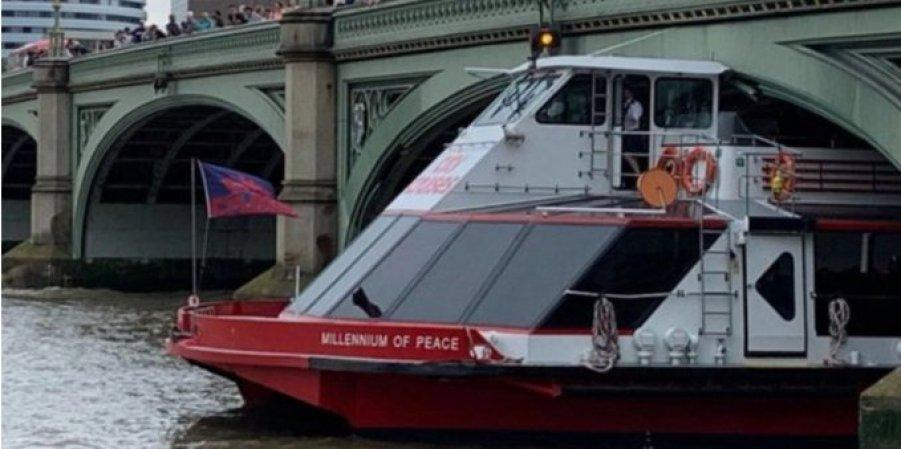 В Лондоне прогулочный катер врезался в Вестминстерский мост