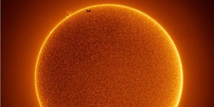 МКС на фоне Солнца