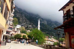 Страна бункеров и «Мерседесов»: чем заняться в Албании?