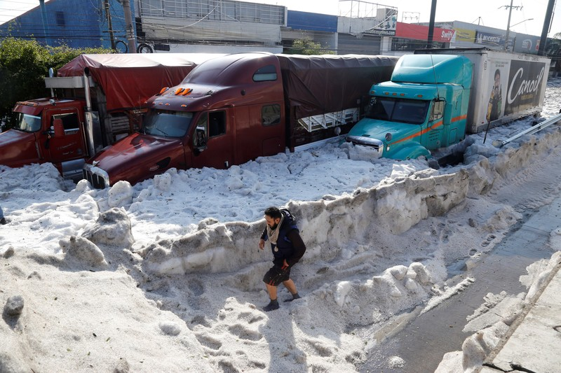 Жаркую Гвадалахару завалило градом.Вокруг Света. Украина