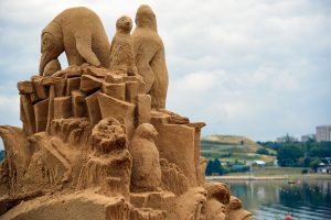 В Познани открылась выставка песчаных скульптур, посвященная исчезающим животным