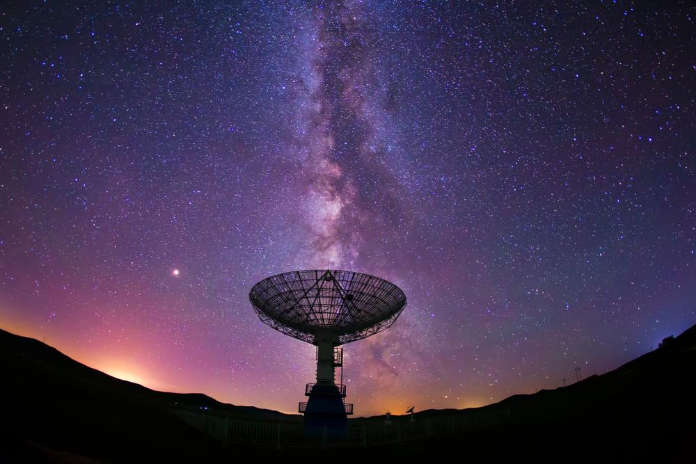 Ученые обнаружили радиосигнал, исходящий из далекой галактики.Вокруг Света. Украина
