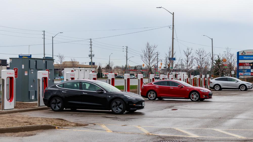 Tesla планирует построить две зарядные станции Supercharger в Украине
