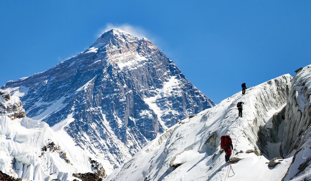 Цена восхождения на Эверест для окружающей среды