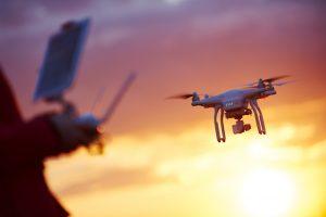 В Бразилии шумную вечеринку обстреляли фейерверками с дрона: видео