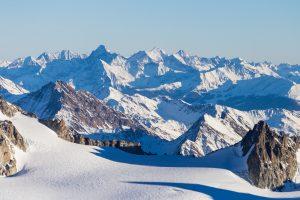 В замерзших французских Альпах появилось озеро
