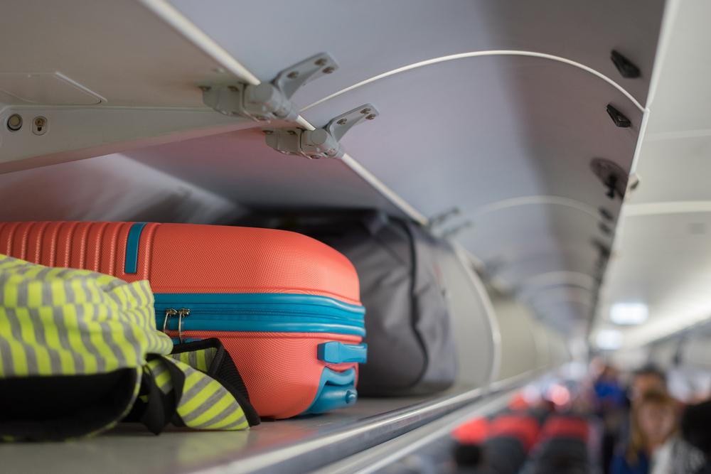 Авиапассажир надел 15 футболок и свитеров, чтобы не платить за багаж