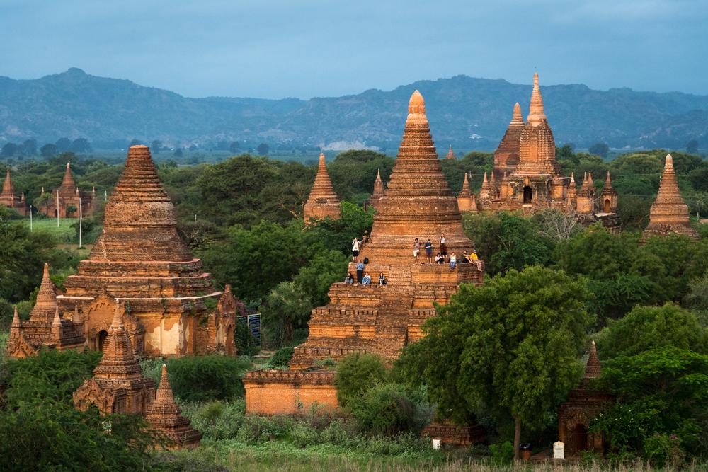 В Мьянме туристам запретили взбираться на пагоды. Инстаграмеры загрустили