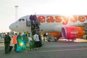 Женщину высадили из самолета за откровенный топ