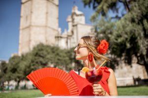 Что привезти из Испании: кафель в стиле Гауди и ликер от монахов