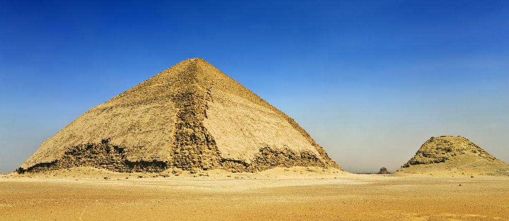 В Египте для туристов открыли «согнутую» пирамиду