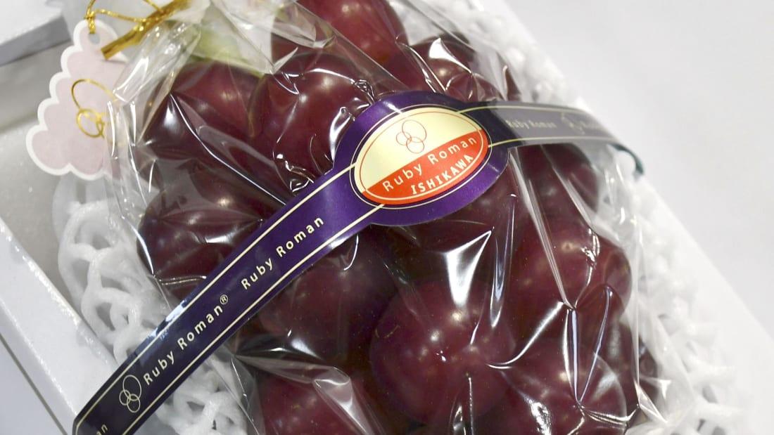 В Японии продали гроздь винограда за 11 тысяч долларов