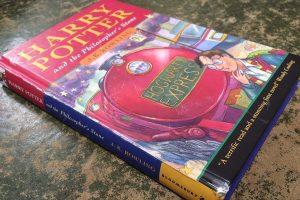 Редкая книга о Гарри Поттере продана на аукционе за £ 28 500