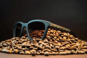 Украинец изобрел очки из кофейной гущи
