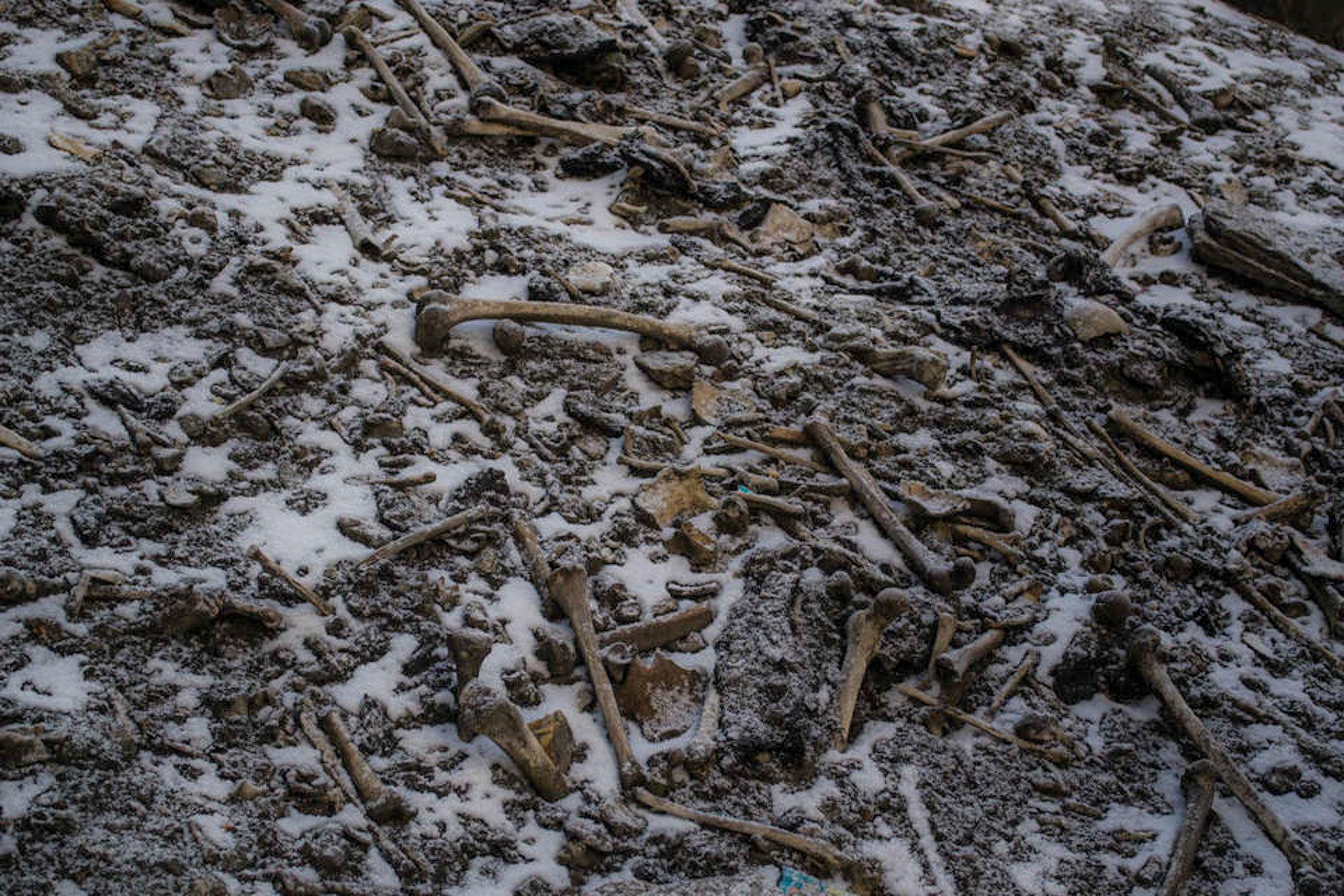 В гималайском Озере Скелетов покоились останки древних греков