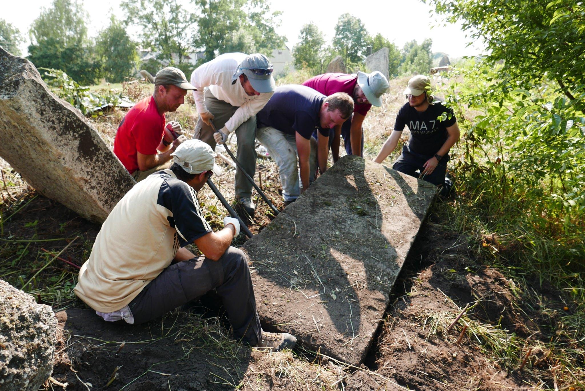 Под Львовом найдены еврейские надгробия XVI века