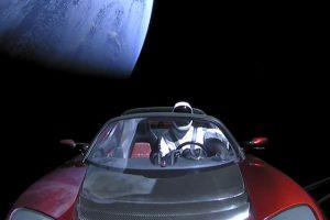 Манекен за рулем Tesla Roadster облетел вокруг Солнца