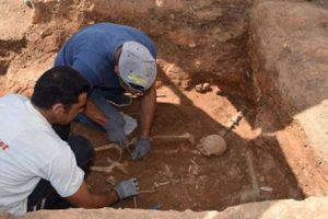 В Греции нашли древнюю могилу с бронзовой кроватью