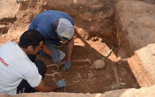 В Греции нашли древнюю могилу с бронзовой кроватью.Вокруг Света. Украина