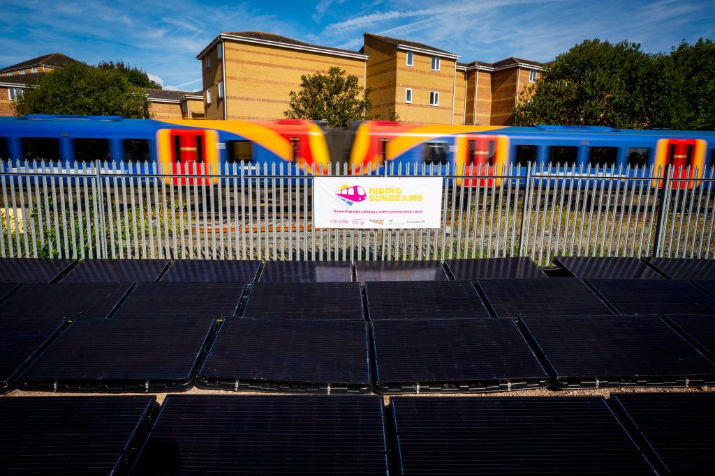 В Британии открылась железнодорожная линия на солнечной энергии