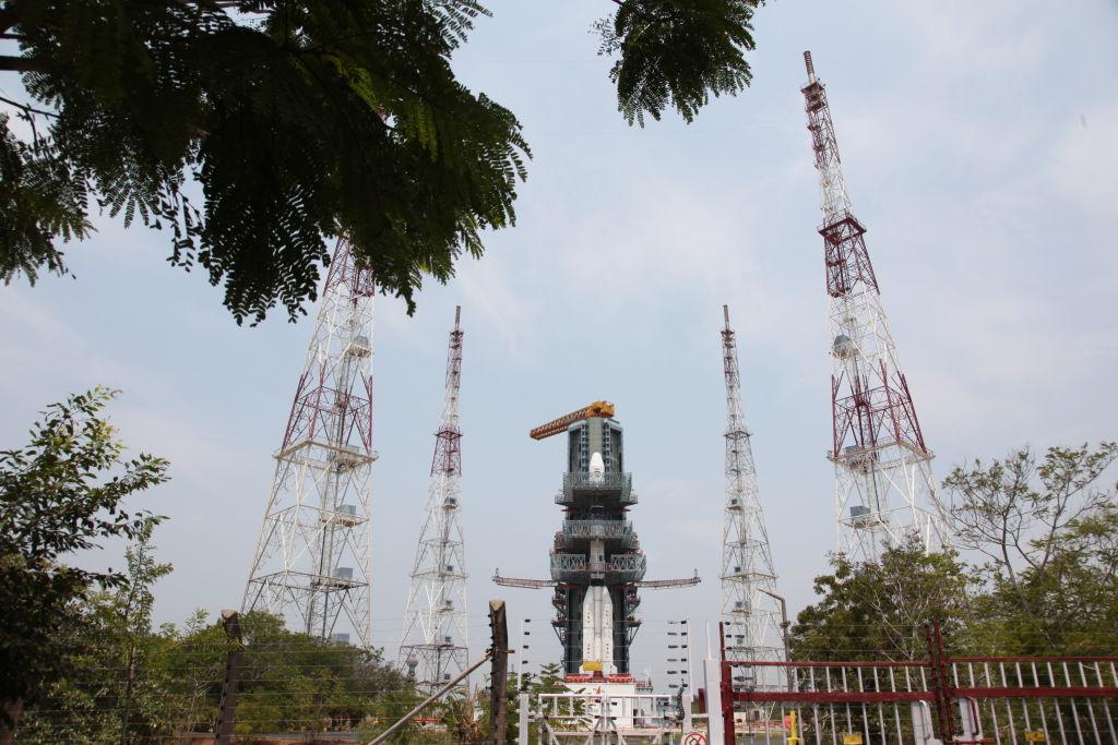 Индийский посадочный модуль вышел на орбиту Луны