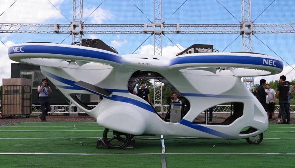 В Японии протестировали летающий автомобиль