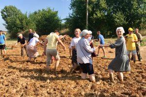 Бессарабский Чамур: как построить дом и заодно повеселиться