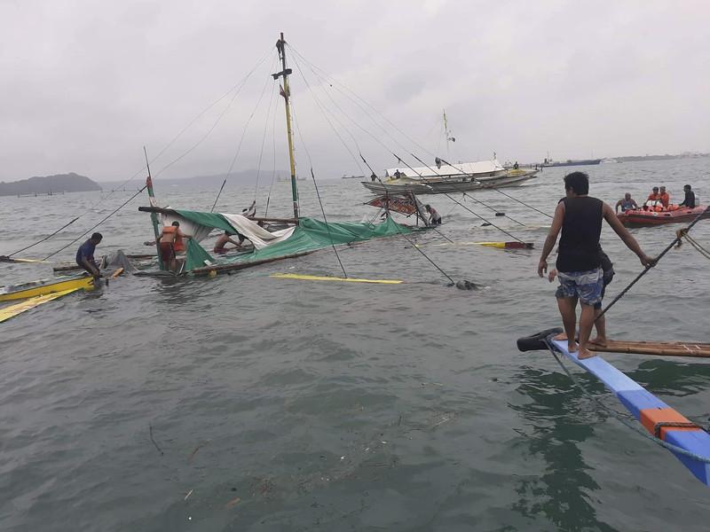 На Филиппинах затонули три пассажирских парома. Есть жертвы