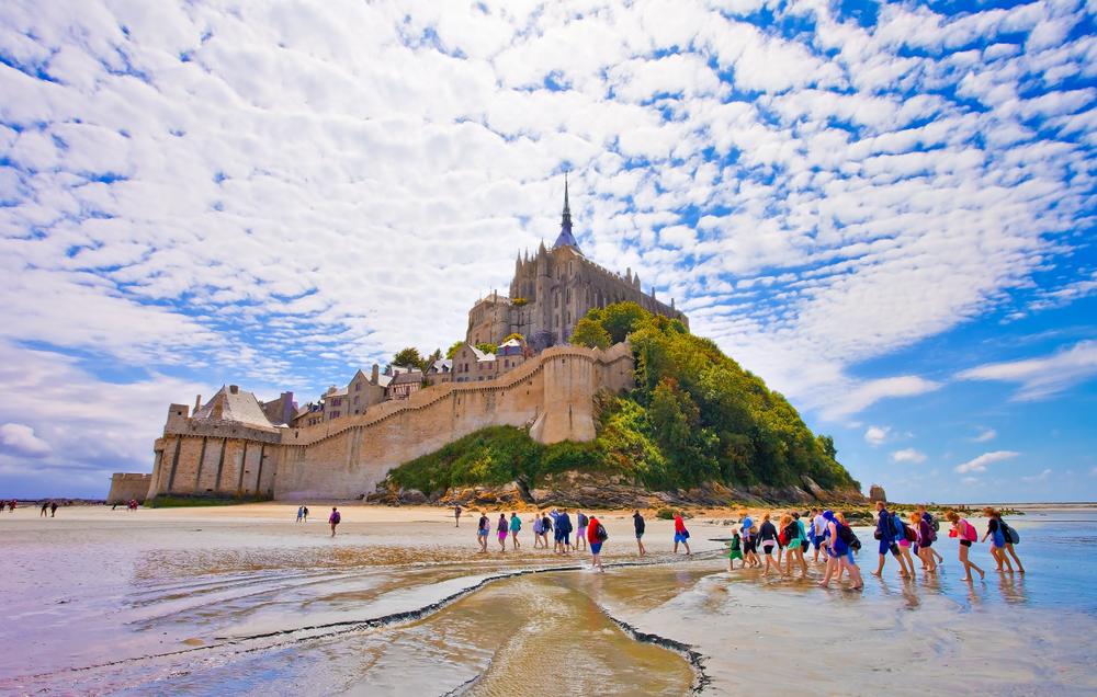 Власти острова Мон-Сен-Мишель запретили туристам мыть ноги