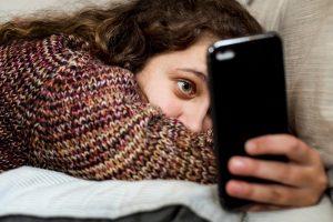 Зависая в соцсетях, подростки убивают время для полезных занятий