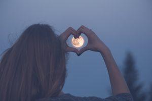 Осетровая луна: 15 августа — последнее летнее полнолуние