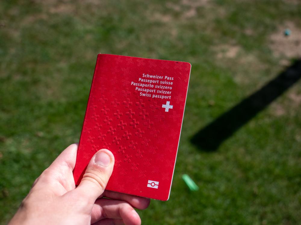 В Швейцарии отказали в гражданстве экающей женщине