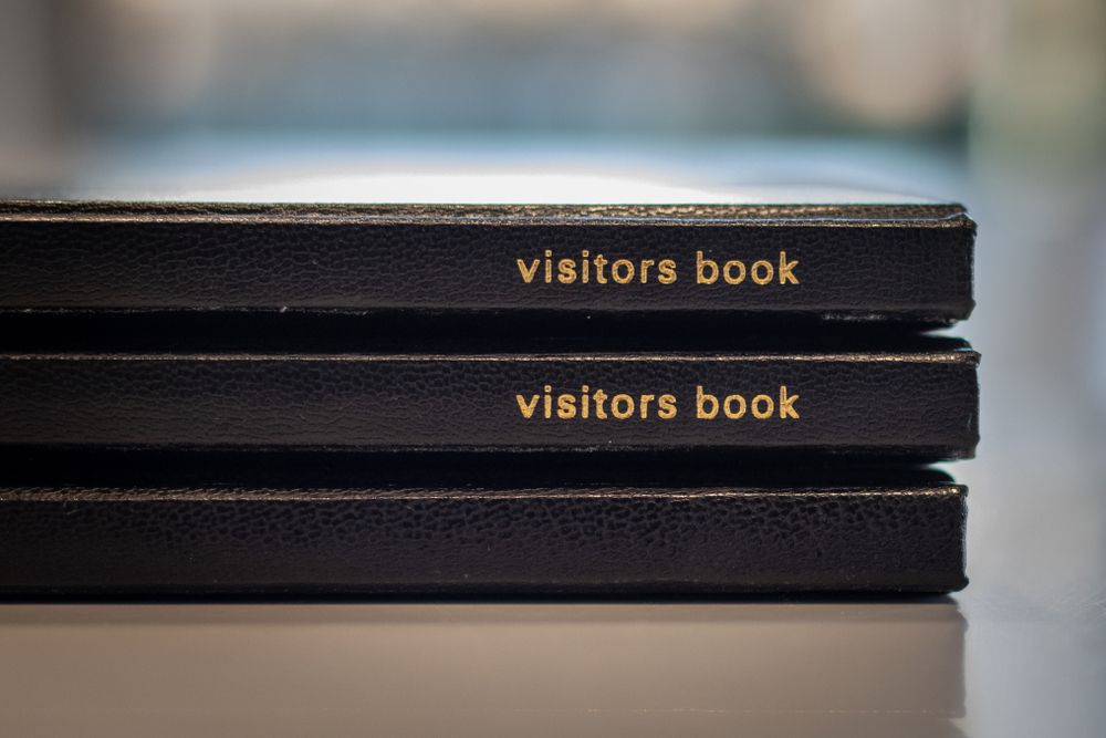 В Ирландии книги отзывов признали опасными для туристов.Вокруг Света. Украина