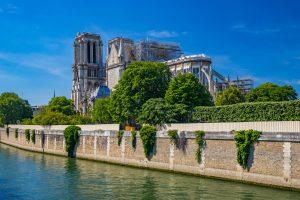 Парижские улицы вокруг Нотр-Дама очистят от свинца