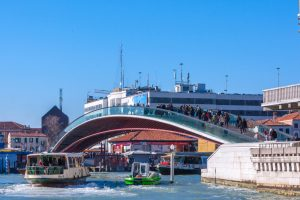 Венеция оштрафовала архитектора за некомфортный мост