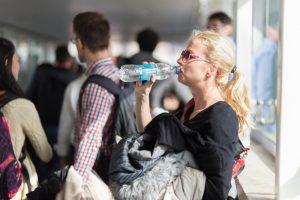 В аэропорту Сан-Франциско запретили продавать воду в пластике