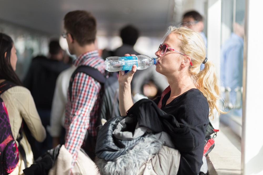 В аэропорту Сан-Франциско запретили продавать воду в пластике.Вокруг Света. Украина