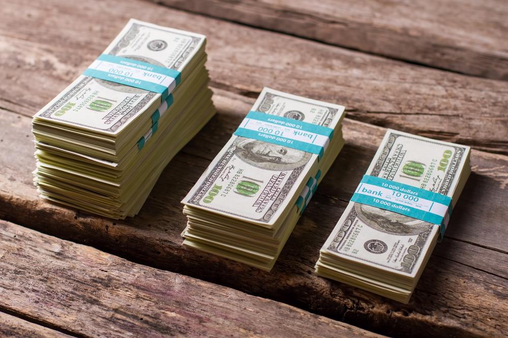 Американский мусорщик нашел $23000, выброшенных владельцем