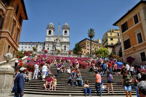 В Риме запретили сидеть на знаменитой Испанской лестнице