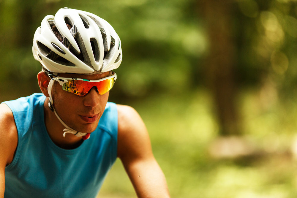 Велосипедный шлем толкает на риск — ученые