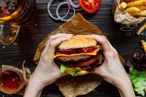 Университет в Лондоне запретил бургеры ради экологии