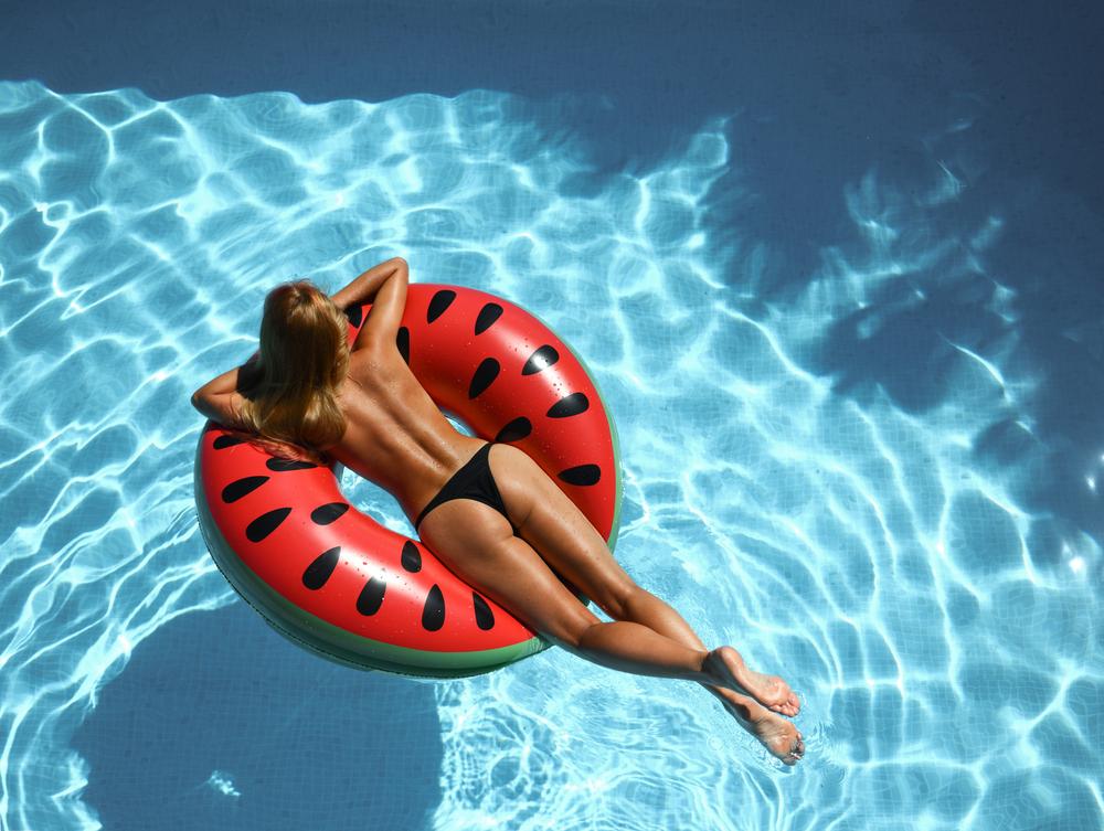 В Барселоне женщинам разрешили отдыхать топлес
