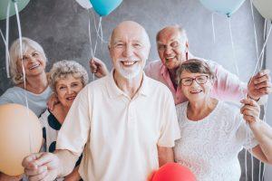 Общение с друзьями после 60 спасает от деменции