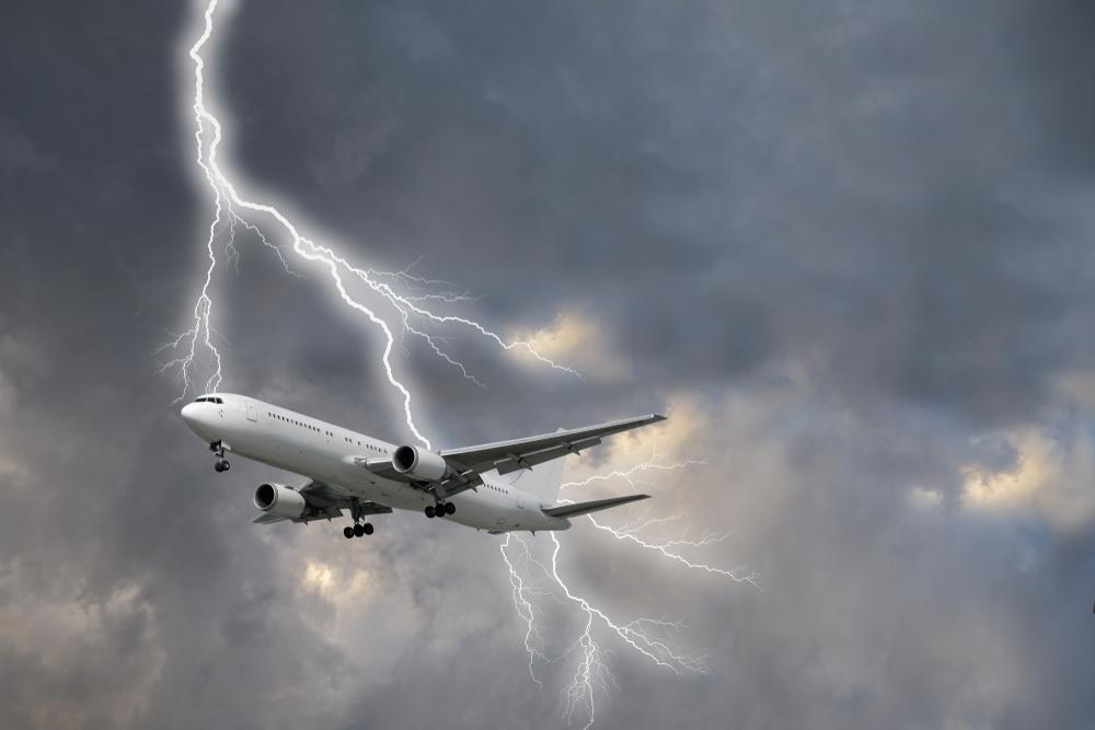 Два самолета вернулись в аэропорт Цюриха после удара молний