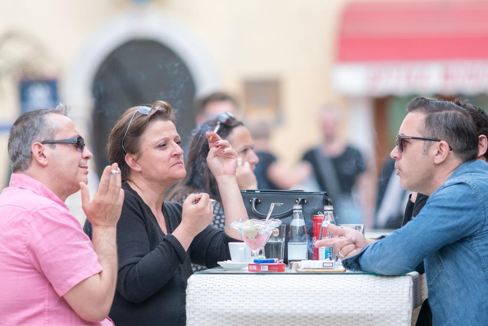 В Черногории запретили курить в ресторанах