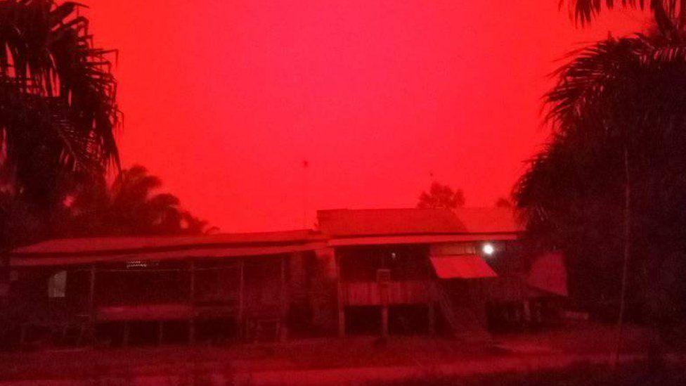 Индонезийские пожары окрасили небо в кроваво-красный